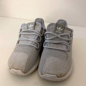 Kids Adidas light grey sneaker